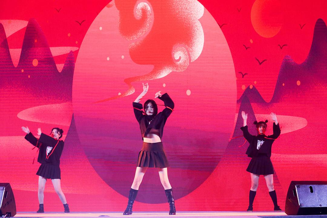 年会舞蹈表演